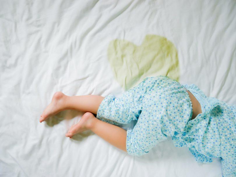Bettnässen durch Träume mit Homöopathie behandeln