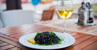 Mediterrane Küche: Rezept für schwarzes Risotto