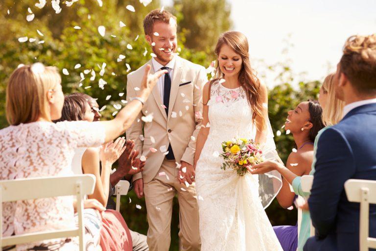 Muster für stilvolle Glückwünsche: Hochzeit eines Mitarbeiters