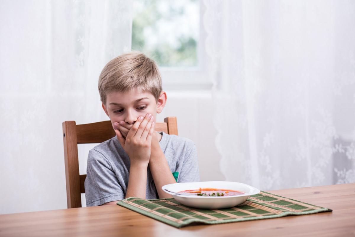 Übelkeit bei Kindern mit Homöopathie behandeln