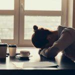 Anzeichen von Depressionen am Arbeitsplatz erkennen