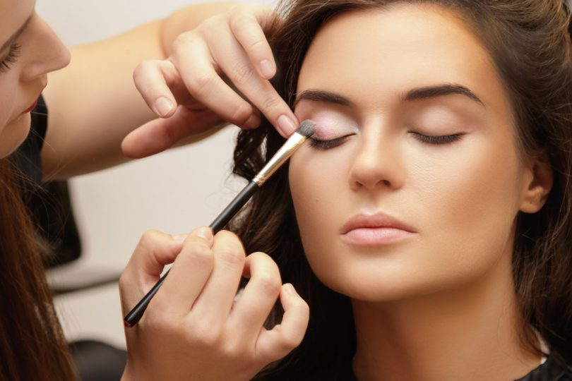 Schminktipps: Tragen Sie Make-up wie ein Profi auf