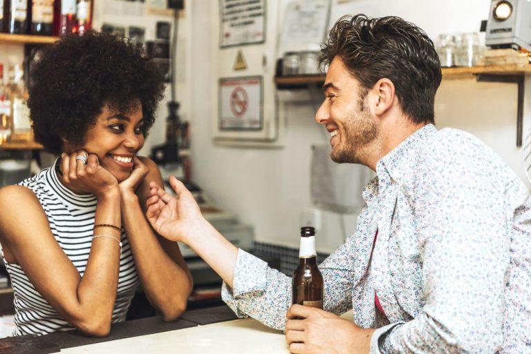 Erfolgreich flirten: Die männliche Ausstrahlung