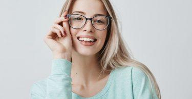 Weitsichtig und Brille: So schminken Sie Ihre Augen optimal
