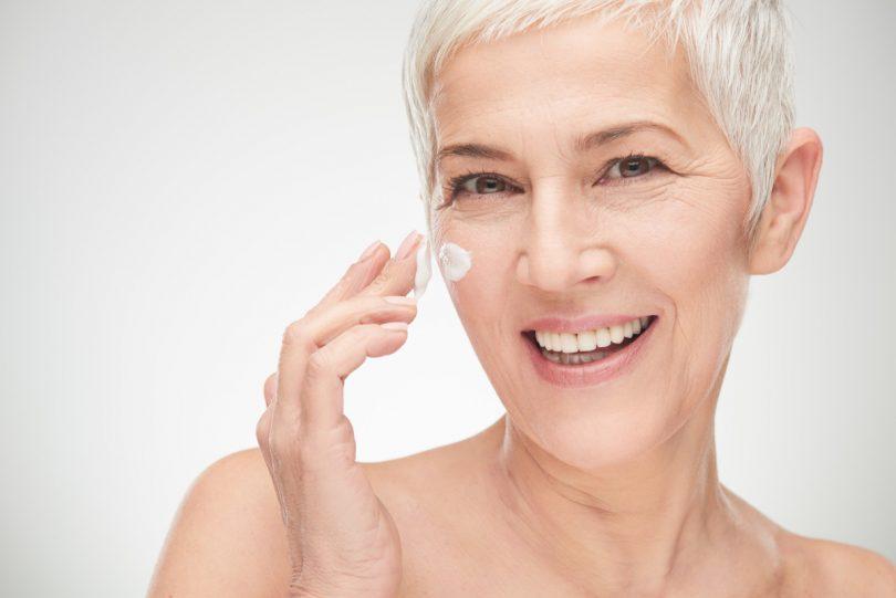 Die größten Irrtümer: Antifaltencremes glätten die Haut