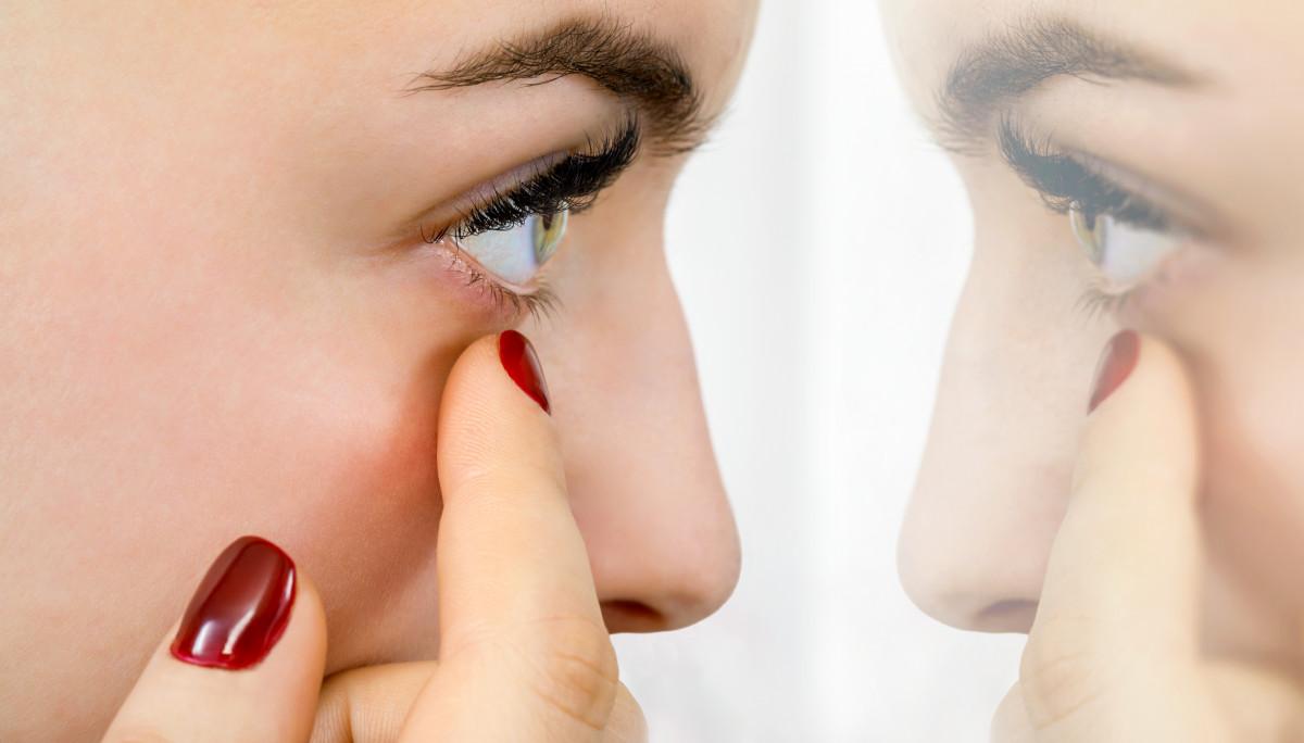 Lästiges Augenzucken liegt meistens am Stress