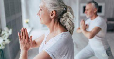 Yoga im Alter hält Körper, Geist und Seele jung