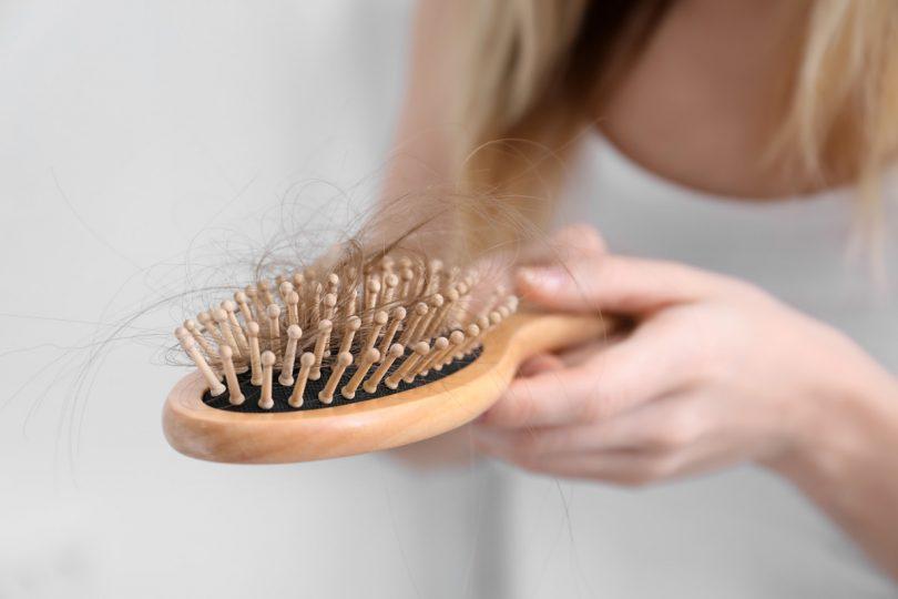 Haarausfall bei Frauen homöopathisch behandeln