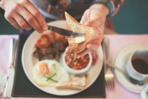 Die größten Irrtümer: Wer frühstückt, hat den ganzen Tag Hunger