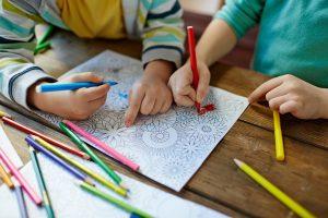 Wenn Kinder unter Stress leiden: Mandala malen entspannt