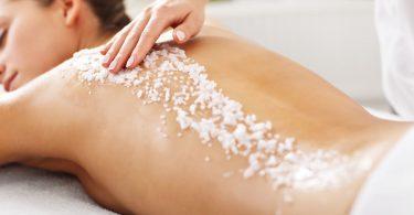 Die größten Irrtümer: Peelings klären unreine Haut