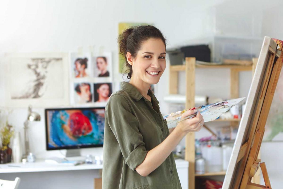 Attraktive Aquarelle mit zwei Pinseln zugleich malen
