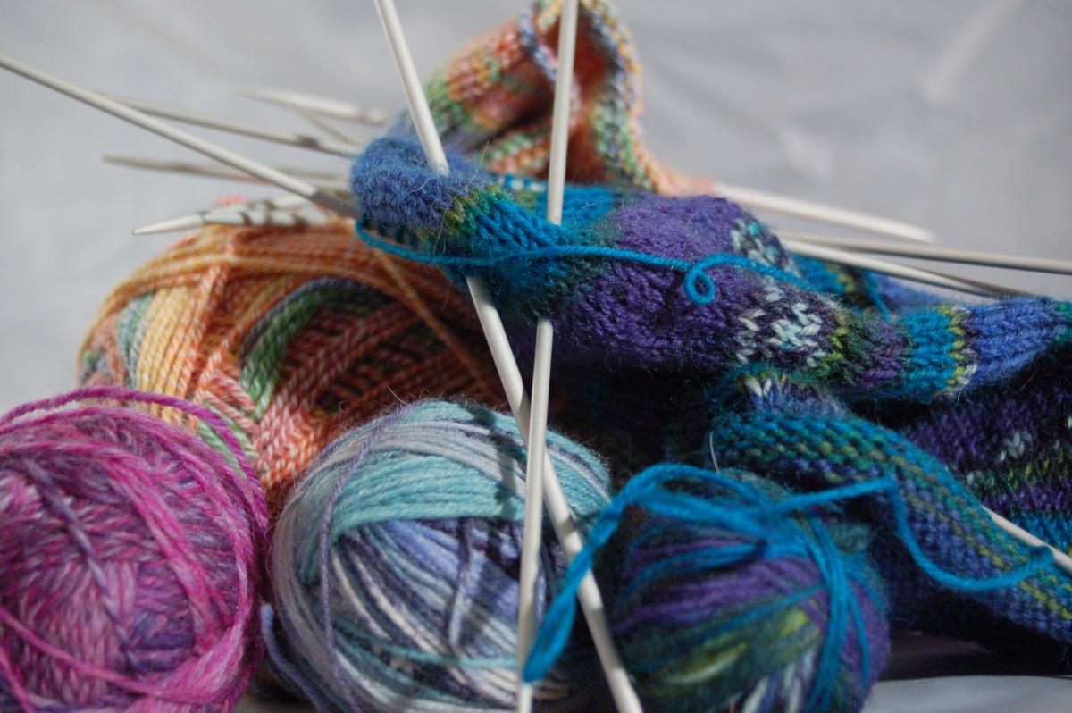 Handarbeiten: So bekommen gestrickte Socken eine rutschfeste Sohle