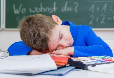 Die größten Irrtümer: Es macht nichts, wenn Ihr Kind eine Stunde weniger schläft