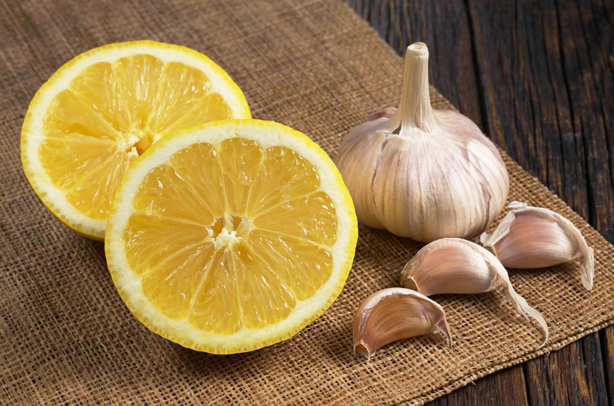 Venen- und Arterienputzer: Rezept für Zitronen-Knoblauch-Wasser