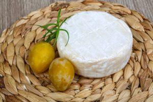 So schmeckt der Sommer: Rezept für Weichkäse mit gepfefferten Pflaumen