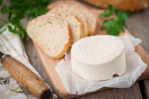 Leichte Sommerküche: Rezept für Brotaufstrich mit Ziegenfrischkäse