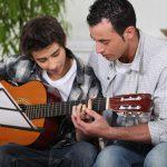 Gitarre lernen: So finden Sie den richtigen Lehrer
