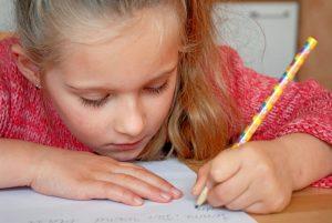 Tipps für Eltern, damit Linkshändigkeit das richtige Werkzeug erhält