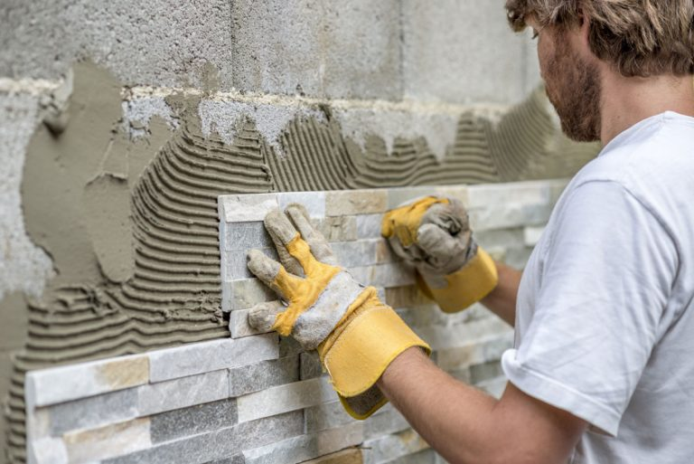 Wände fliesen – in sieben Schritten zu einem neuen Wanddesign
