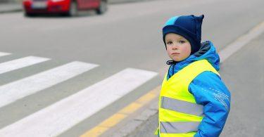 So verhalten sich Kinder sicher im Straßenverkehr