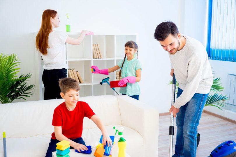 So packt die Familie beim Hausputz mit an