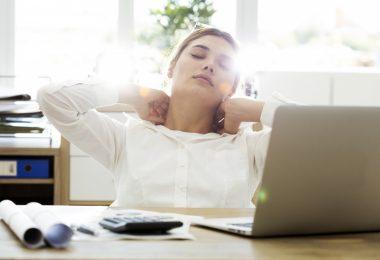 Nackenschmerzen: Behandeln Sie auch die Psyche