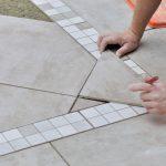 Wände und Böden fliesen – diese Werkzeuge benötigen Sie