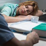 Schichtarbeit: Worauf Frauen besonders achten müssen