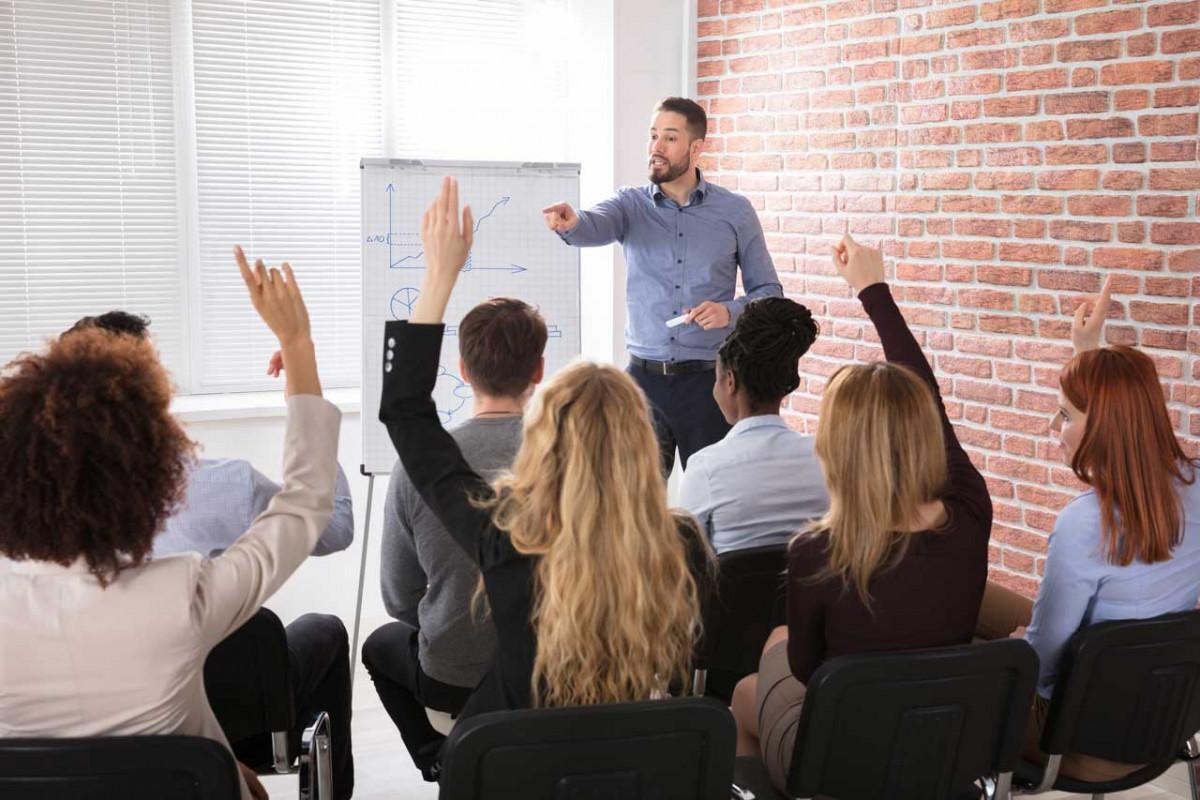Checkliste: Die 7 wichtigsten rhetorischen Tipps fürs Meeting!