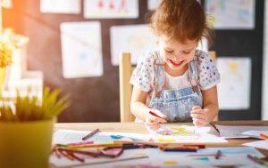 Mit Kindern Bilder aus Zeichen malen