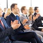 Wie Sie Ihr Publikum in einer Rede überzeugen und begeistern
