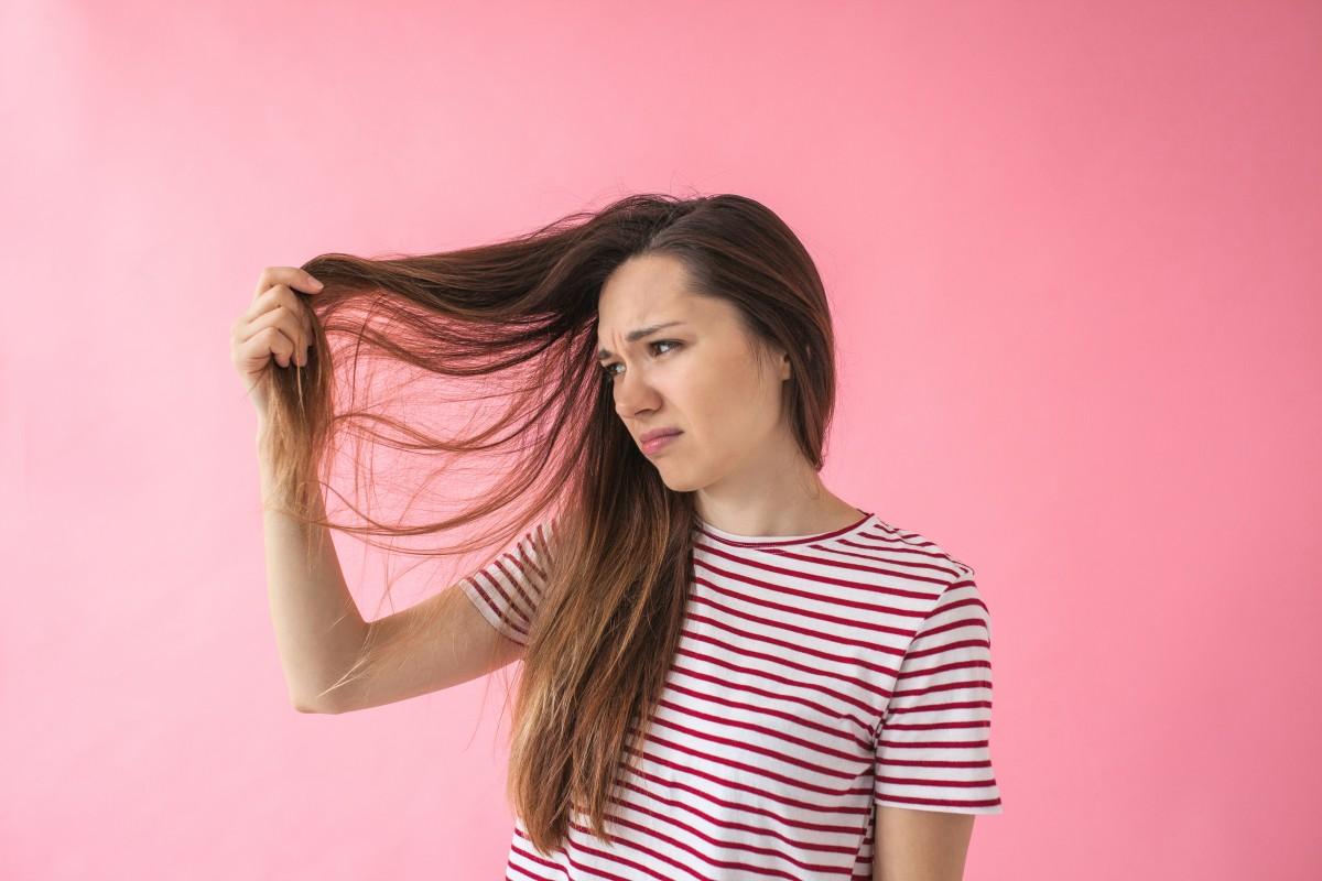 Die größten Irrtümer: Durch häufiges Waschen fetten die Haare schneller nach