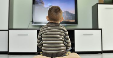 Die größten Irrtümer: Wenn meinem Kind langweilig ist, darf es fernsehen