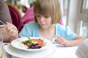 So lernen Kinder Tischmanieren