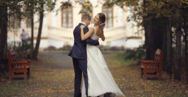 Ganz in Weiß: Hochzeitsfotografie richtig belichten