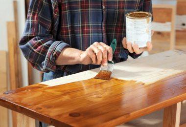 Lackieren und lasieren – so schützen Sie Ihre Holzbauteile