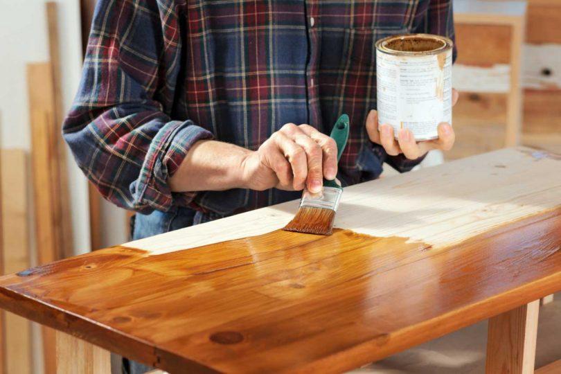 lackieren und lasieren so sch tzen sie ihre holzbauteile. Black Bedroom Furniture Sets. Home Design Ideas