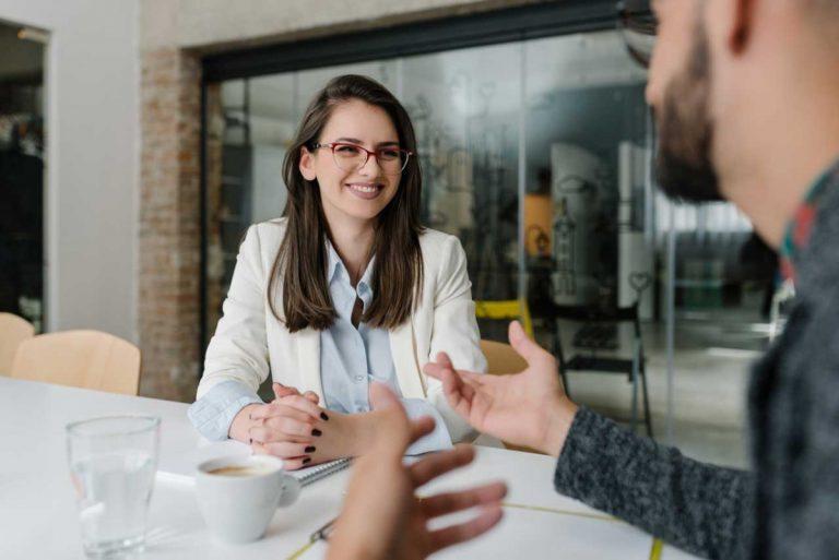 Einstellungsinterview führen mit Empathie und Augenmaß