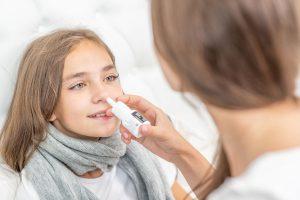 Grippeimpfung für Kinder: Nasenspray statt Spritze?