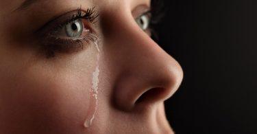 Nach dem Weinen: So lindern Sie geschwollene Augen