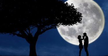 Wie Sie den Mond für ein romantisches Date nutzen können