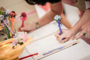 Gästebuch für die Hochzeit – so schreiben die Gäste rein