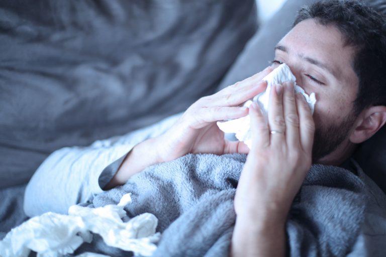 Grippe mit Gliederschmerzen homöopathisch behandeln