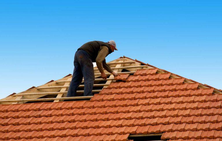 Dach reparieren oder sanieren – achten Sie immer auf die Sicherheit