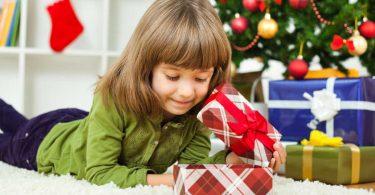 Weihnachtsgeschenke für Kinder: Wie viel soll man schenken?