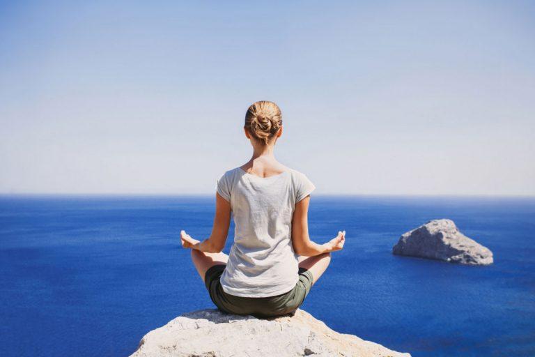 Kraft und Flexibilität: Bringen Sie Ihren Körper mit Yoga in Balance