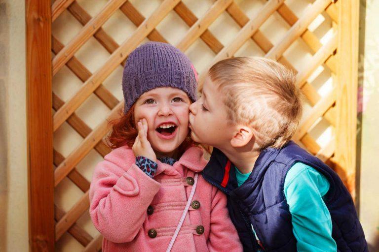 """""""Iiiiihgitt, die knutschen!"""" - Was Kinder übers Verliebtsein wissen wollen?"""