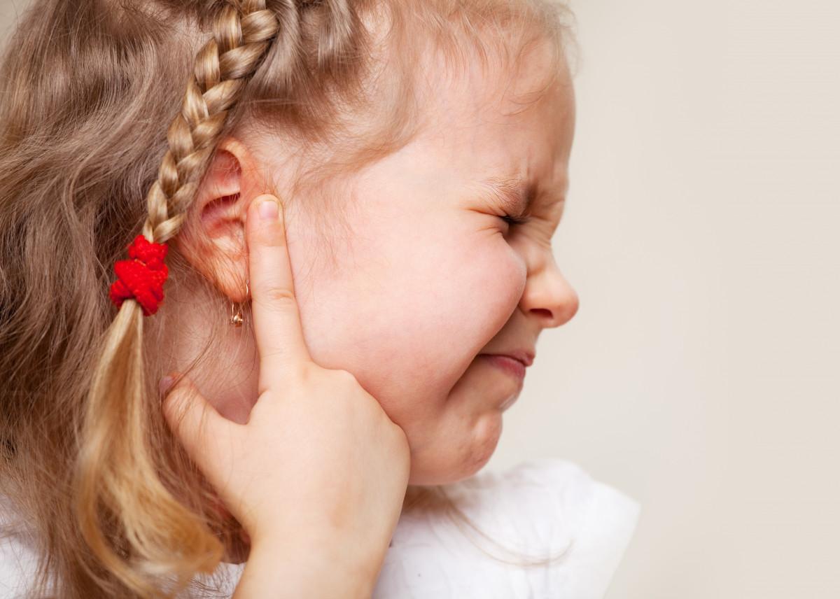 Ohrenschmerzen bei Kindern homöopathisch behandeln