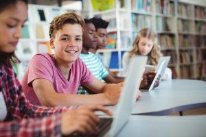 Wie bekomme ich meinen Jungen in der Pubertät zum Lernen?